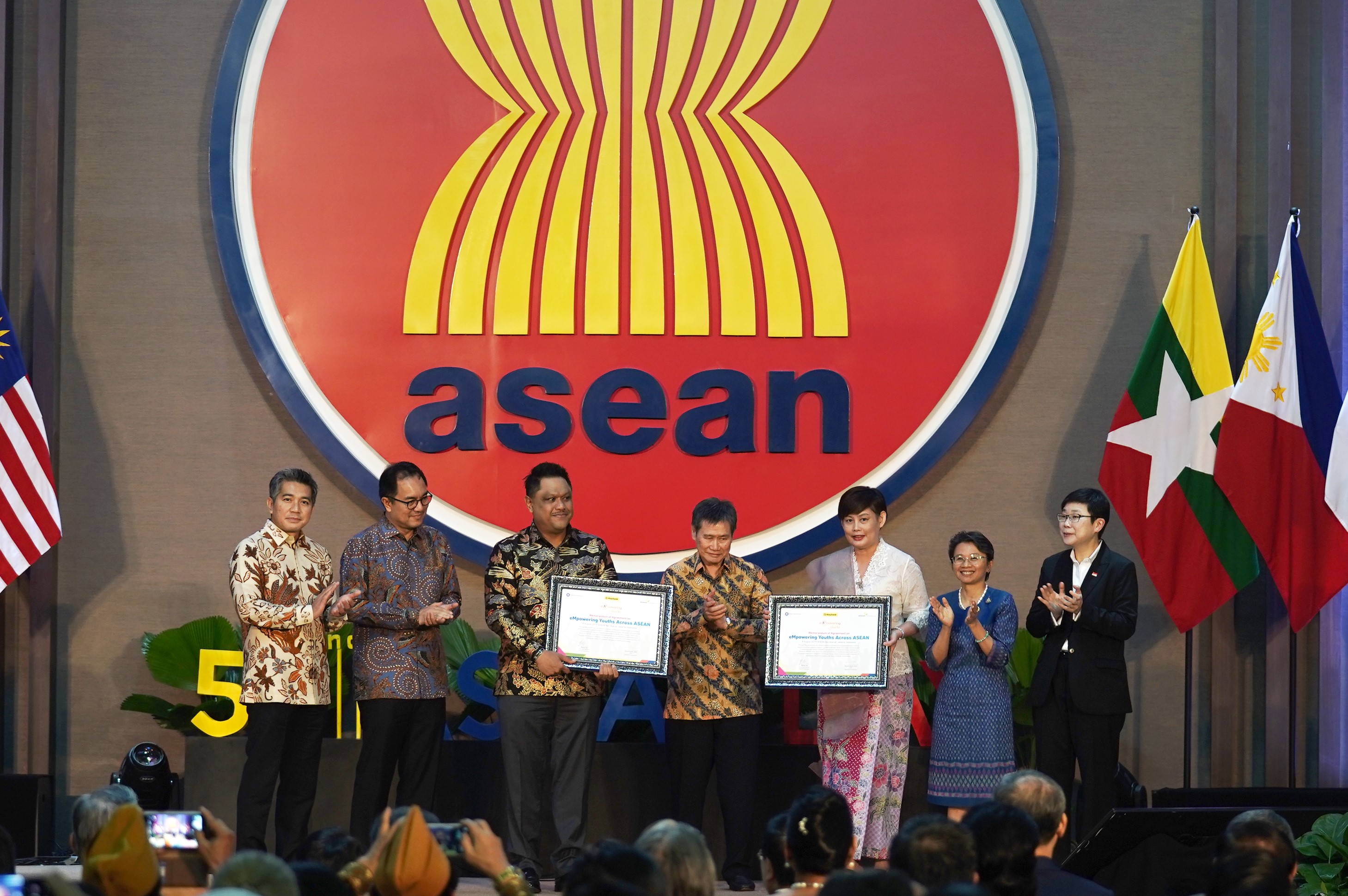 Maybank & The ASEAN Foundation Sign 3-Year Extension for eMpowering Youths Across ASEAN Programme
